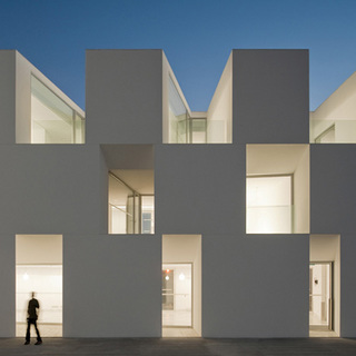 dzn_House-for-elderly-people-by-Aires-Mateus-Arquitectos-48.jpg